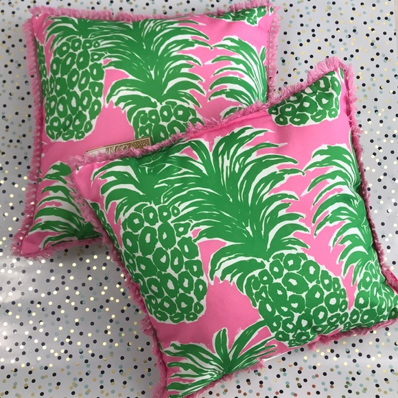 Lilly Pulitzer Other Nwt Decorative Pineapple Pillows Poshmark Awesome Lilly Pulitzer Decorative Pillows